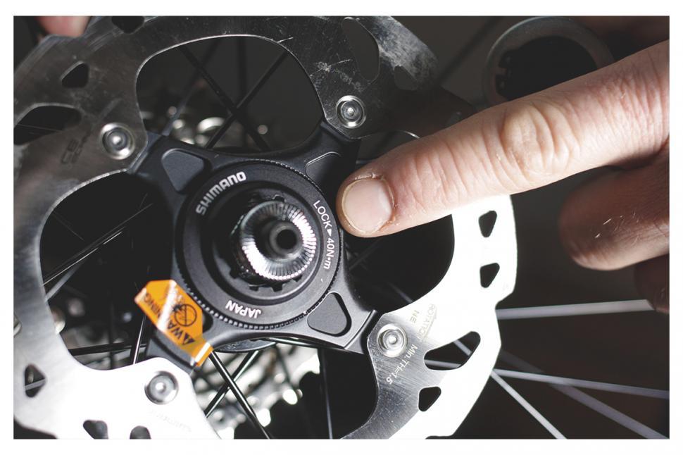 what do manual locking hubs do
