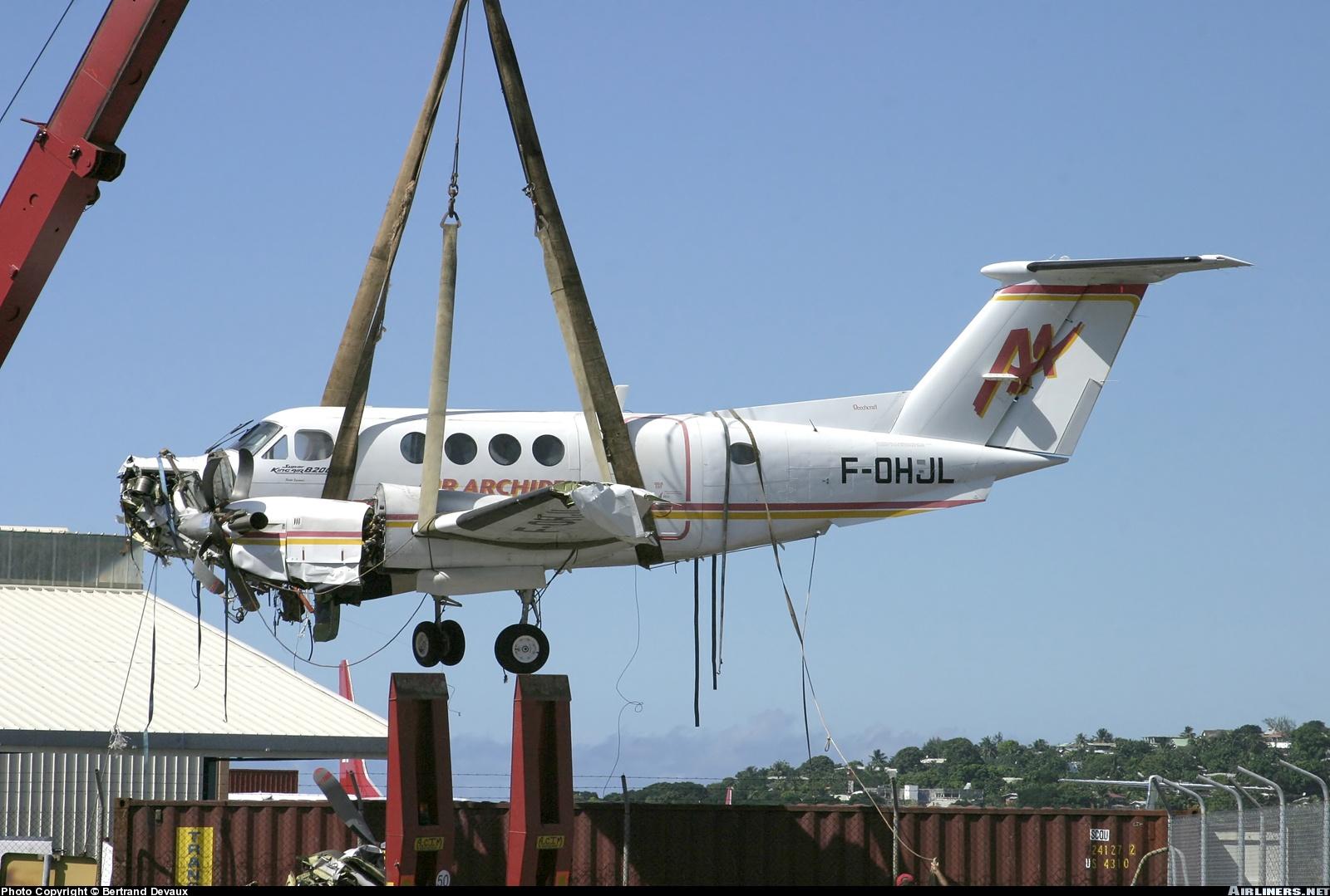 beechcraft king air b200 flight manual